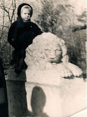 Наш легендарный лев и Я в парке А.С. Пушкина, г. Кишинев