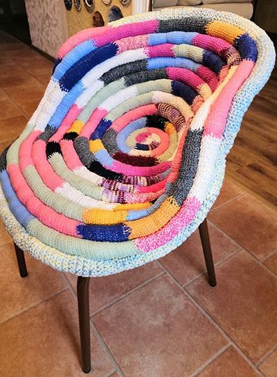Вязаная подушка на стулья своими руками во всей красе