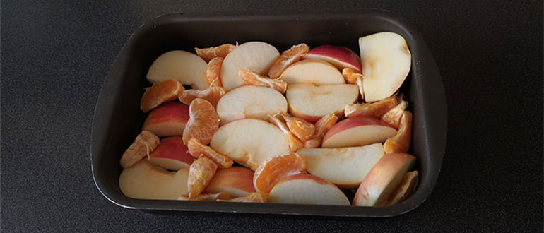 Раскладка яблок в форме
