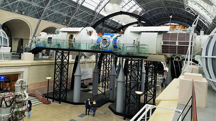 Музей космонавтики на ВДНХ. Орбитальная станция «Мир». Можно пройти внутрь и ощутить орбитальный мир космонавтов.