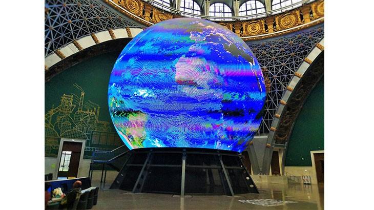 """Музей космонавтики на ВДНХ. Макет Земли, одновременно это и кинотеатр """"Сфера"""""""