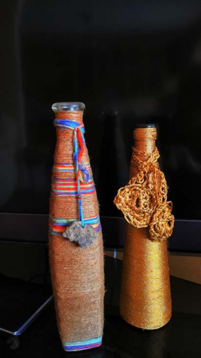 Вязание крючком превращает бутылку в вазу