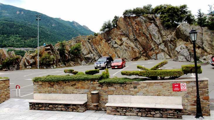 Андорра-ла-Велья. Автостоянка и ландшафт