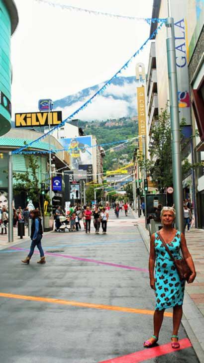 Андорра-ла-Велья. Улица, шопинг