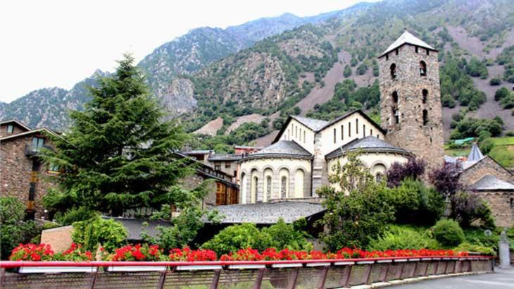 Андорра-ла-Велья. Церковь Sant Esteve XII век